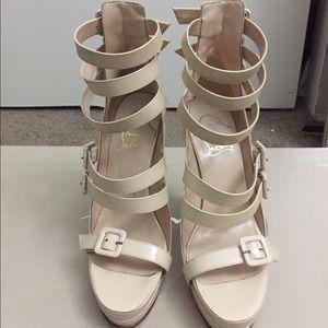 100% AUTH Christian Louboutin Differa heels 35